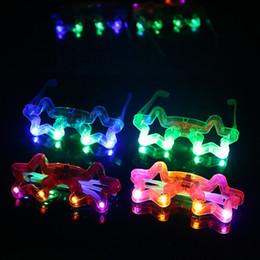 Corazón de plástico se enciende online-Plástico LED Light Up Gafas para niños Gafas divertidas Mariposa Amor Corazón Hombre araña Cinco en forma de estrella en forma de gafas de sol Novedad 2zs B