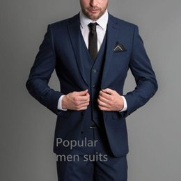 2019 traje moderno para hombres 2018 Los últimos diseños de la chaqueta de abrigo traje de hombre azul marino clásico Slim Fit chaqueta de la boda moderna por encargo 3 piezas (chaqueta + pantalón + chaleco) traje moderno para hombres baratos