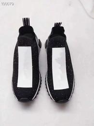 Кружевные стили онлайн-Роскошный бренд стиль Мужчины Женщины квартиры обувь зашнуровать дышащий блестками заклепки натуральная кожа мода высокое качество обувь для ходьбы Sneak mil