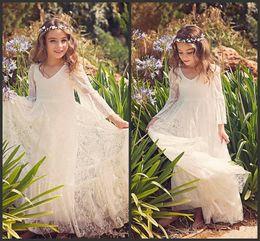 2019 New Beach Flower Girl Abiti bianco Avorio Boho prima comunione Dress For Little Girl V-Neck manica lunga A-Line economici Kids Wedding Dress da
