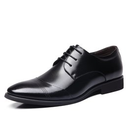 Lazos juveniles online-Los zapatos casuales de negocios de alta calidad del vestido de los hombres señalaron la ayuda baja ata los zapatos británicos del banquete de la boda de los jóvenes zapatos salvajes de Derby