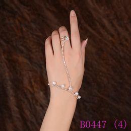 abee183119f 3 pcs Moda Strass Cristal Mão Arnês Pulseira Elo Da Cadeia Anel de Dedo  Rosa Cor de Ouro Simulado Pérolas Estrelas Conjunto de Jóias B0447