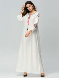 a0d0ea82711679 2019 lunghi abiti bianchi di lino Abito da ricamo in cotone e lino con  ricamo europeo