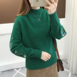 5bef4ffec25c Nuevo Otoño Invierno Cálido Mujeres Bordado de Manga Larga de Punto  Pullover Suéteres Ladies Crochet Sweater Tops Femeninos de Alta Calidad
