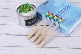 2018 Testa colorata Spazzolino da denti all'ingrosso Ambiente in legno Arcobaleno di bambù Spazzolino da denti Cura orale Setola morbida con scatola nave libera cheap wholesale bamboo box da scatola di bambù all'ingrosso fornitori