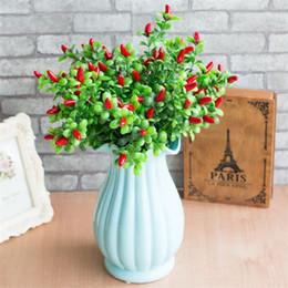 Растения красного перца онлайн-Fake Red Pepper Bunch (7 голов / шт) Имитация пены для перца для свадьбы Главная витрина Декоративные искусственные растения
