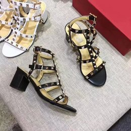 Wholesale types heels sandals - Europe and the United States 2018 summer new toed British leather leather rivet T type sandals, sandals, Rome sandals