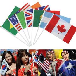 2019 torcendo pela mão 2018 Rússia Bandeira Nacional Do Campeonato Do Mundo 14 * 21 cm Poliéster Bandeira Bandeiras Futebol Futebol Funs Mão Bandeira Cheering Bandeira torcendo pela mão barato