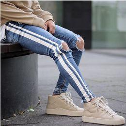2019 jeans, furos, lados Mens Jeans Azul Rasgado Buracos Lado Listrado Magro Reta Magro Denim Elástico Fit Jeans Masculinos Moda Calças Compridas Calças de Brim jeans, furos, lados barato
