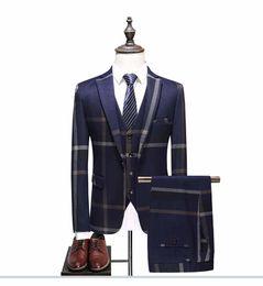 tuxedo peggiorato dello sposo Sconti 3 pezzi (Jacket + Vest + Pant) Custom Made Nevy Blue Suit uomo Tailor Made Suit Wedding maschio Slim Fit Plaid Business Tuxedo