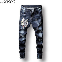279423c0cafc 2019 jeans pantaloni disegni ricamo Jeans uomo blu Jeans strappati in  cotone per uomo Pantaloni di