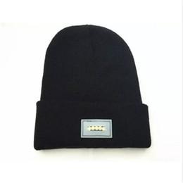 2019 ha condotto il cappello del cappello del cappello Berretti autunno inverno incandescente con 5 Led Flash Light Novità Cappello per la caccia Camping grigliare Caldo all'ingrosso a maglia Cappucci aa284-291 20180109 ha condotto il cappello del cappello del cappello economici