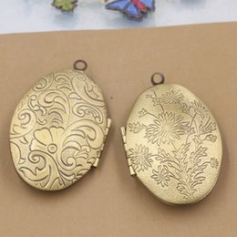 Medallones de latón online-10 unids 41 * 24mm de bronce antiguo hechos a mano de latón flor foto medallón colgantes para el collar marco de la vendimia encanto colgante deseo caja de joyería