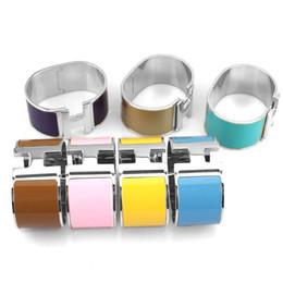il braccialetto all'ingrosso tre colore Sconti Bracciale punk in acciaio 316L nuovo arrivo 316L in larghezza 33mm con smalto colorato e parole H per bracciale uomo e donna nella misura 5.9 * 4.6cm gioiello