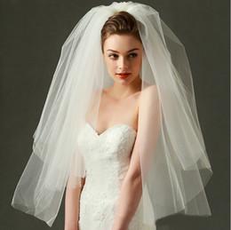 Rete del gomito del velo online-Cheap bianco o beige a gomito lunghezza due strati bordo netto di compensazione Veli da sposa con tomba XWZ00052