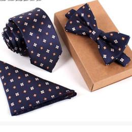 grossistes cravates pour hommes bowties Promotion cravates de luxe pour hommes, ensemble de trois pièces de broderie vintage, divers styles à la mode, avocat complet cravate cravate cravate