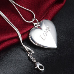 Wholesale korean small pendant necklace - LOVE Heart-shaped Necklace Love To Play Open A Small Photo Korean Female Hollow Flower peach Heart Necklace Box Physiognomy P246
