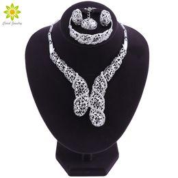 Argentina Conjuntos de joyas de cristal Gargantilla Collar Pendientes Conjuntos para mujer Anillo de color plata hueca Pulsera Regalo de aniversario Suministro