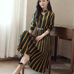 53e64f6ee335 Abiti da donna Designer Vendita calda di alta qualità Pieghe colorate maniche  lunghe con scollo a V poliestere stampa moda strisce Casual Maxi Dress