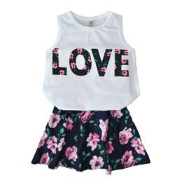 Jolies tenues de tshirt en Ligne-2pcs filles vêtements d'été sans manches LOVE lettre imprimée tshirt et jupe florale ensemble tenues de jolie fille vêtements pour enfants