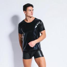 Homens da camisa do t do couro do falso on-line-Homens de látex sexy t-shirt de couro Falso Moda masculina Undershirts Homens preto Tees camisas apertadas Gay Engraçado espartilho Dancewear lingerie