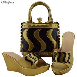 2019 mischen sie spielschuhe Afrikanische Schuhe und Tasche für Partei Gold gemischt schwarz neueste Mode italienische passende Keile Schuh und Tasche Set 38-42 B810-23 günstig mischen sie spielschuhe