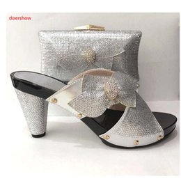 Wholesale italian gold set - New Fashion Silver Italian Matching Shoes With Bag Set For Evening Party African Women Sandal And Bag Set A1-17225