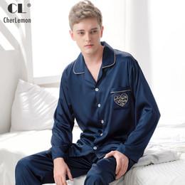 46bdaaa0defb6 CherLemon Mens 2 Pcs Classique Soie Satin Pyjama Ensemble Mâle Printemps À  Manches Longues Solid Sleepwear Luxueux Pyjamas Loungewear L-3XL abordable  hommes ...