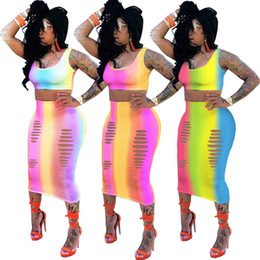 Imagens de padrões de vestido curto on-line-2018 Novo Estilo Rainbow Pattern Impressão Moda Feminina Vestidos de Festa Duas Peças Curto Top e Saia Longa com Buracos Vestido de Verão Imagem Real