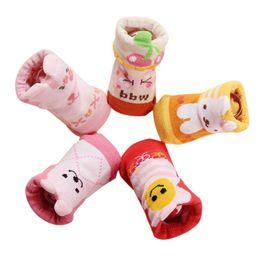 Deutschland Kinder Socken 5 Paare / Set 2018 neue Cartoon Baby Socken 100% Baumwolle rutschfeste weiche Neugeborenen Geschenk-Boxen bequem zu Kleid A2 cheap newborn baby gifts box Versorgung