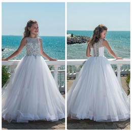 Flores de tule bling on-line-2018 Bling Bling Frisado Cristal Branco Meninas Pageant Vestidos Para Adolescentes Tulle Até O Chão Beach Flower Girl Dresses para Casamentos Personalizados