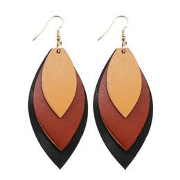 Ventas calientes de múltiples capas de la pu pendientes de cuero boho hecho a mano personalizadas hojas de cuero pendientes para las mujeres diseñador de la joyería regalo envío de la gota desde fabricantes