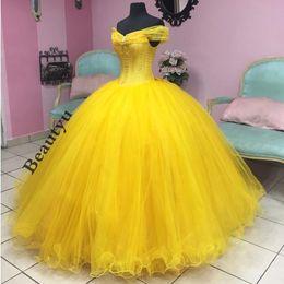 Corsés amarillos de talla grande online-2018 Cenicienta Vestidos de quinceañera Más tamaño Amarillo fuera del hombro Vestido de fiesta de tul Vestidos de baile Corsé Dulce 16 Vestido formal dijo Mhamad