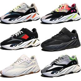 2018 Nova Kanye West Wave Runner 700 Botas Cinza Running Shoes para homens 700 s das mulheres dos homens Esportes Sapatilhas formadores designer de moda sapatos Causal supplier womens grey boots de Fornecedores de botas cinza para mulher