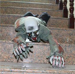 gummi witze Rabatt Kriechender großer Geist-Zombie-beängstigender realistischer Horror-gruselige Dekorations-Requisiten-Streich für Halloween-Party-Verein-Spukhaus-Kneipe