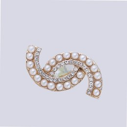 Wholesale Brooch Rhinestones - Multistyle Rhinestone Pearl Luxury Brand DesignerBrooch Pin Letter C Suit Lapel Pin for Women Girls Jewelry Accessories Gift