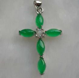 Cruz verde jade collar colgante online-Abuela Green Malay Jade Drop Cross Jade Colgante Clásico Pareja Collar