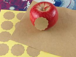 2019 etichette di spedizione in bianco Trasporto libero Nuovo disegno creativo del fiore rotondo dell'annata del mestiere in bianco adesivo di sigillamento di DIY / nota divertente che decora l'etichetta di Kraft della decorazione etichette di spedizione in bianco economici