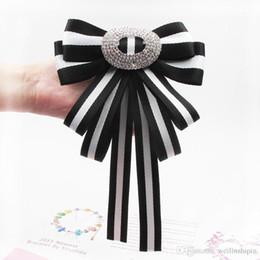 Accesorios de ropa vintage online-Blanco negro Vintage Tela Arco Broches Mujeres Corbata de la raya de los pernos de la boda de la cinta grande broche de ropa accesorios-008