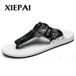 flip flops bianchi all'ingrosso Sconti pantofole di cuoio casuali degli uomini casuali di estate infradito taglia 38-44 scarpe da spiaggia traspirante uomo appartamenti marrone nero bianco colori