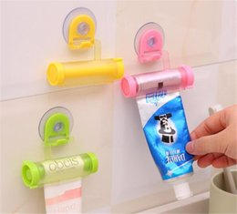 Ev Bahçe Haddeleme Sıkacağı Diş Macunu Dispenser Tüp Enayi Tutucu Diş Kremi Banyo Aksesuarları Manuel Şırınga Tabancası Dağıtıcı cheap holder dental nereden diş hekimi tedarikçiler