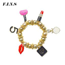 Canada F.I.N.S Femmes Strand Bracelets Rond Or Couleur Perles Charmes Bracelets pour Femmes Parfum Lèvres Figure Bracelets Bijoux cheap gold lip charms Offre