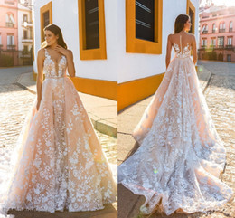 2019 tuffati vestiti da sposa indietro Crystal Design nuziale senza spalline cinghie profondo immergendo abbellimento completo Blush colore A Line Abiti da sposa Sheer Back Royal Train tuffati vestiti da sposa indietro economici