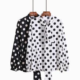 Colar de renda branca blusa on-line-Novo design de moda feminina laço arco gola manga comprida preto branco pontilhada chiffon blusa solta camisa topos