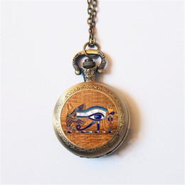Ancient Egypt Egyptienne L oeil d Horus (Wedjat Eye) montre de poche Tour  de cou Déclaration Collier en argent pour femmes Robe Accessoires fcde8a8b9f2