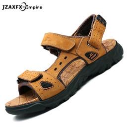 Zapatos de playa 47 online-Marca Sandalias respirables Hombres Zapatos Sandalias de cuero real Zapatos Hombres Antideslizante Playa Verano Zapatillas Para Tamaño grande 38-47