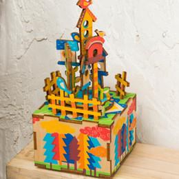 2019 jouet de maison de poupée DIY Lovely Dollhouse Avec Boîte À Musique 3D Puzzle En Bois Rotatif Modèle Château Creative Cadeau D'anniversaire Jouets AM307 #E jouet de maison de poupée pas cher