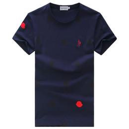 Pantalones cortos slim hombres estilo coreano online-Camiseta de verano de manga corta a rayas estilo mar con capucha de mar de los hombres tendencia cuello redondo versión coreana de la ropa de los hombres delgados con 100 millones de base