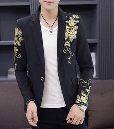 Fibbia stampata da fiori online-Gold Blazer nero Flower Gold Print Party Wedding Festival Stylish Blazer For Men Costumi teatrali per cantanti Slim Fit Blazer