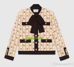 chaqueta rosa chica Rebajas Las mujeres de lujo de alta gama de diseño de las muchachas de manga larga chaqueta de marocain de seda con estampado de rosa Bolsillos de parche de parche de otoño e invierno chaqueta de traje